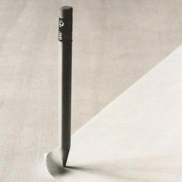 Tužka - černobílá fotografei od Chema Madoz