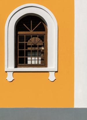 Žlutý kostel - minimalistický fotoobraz