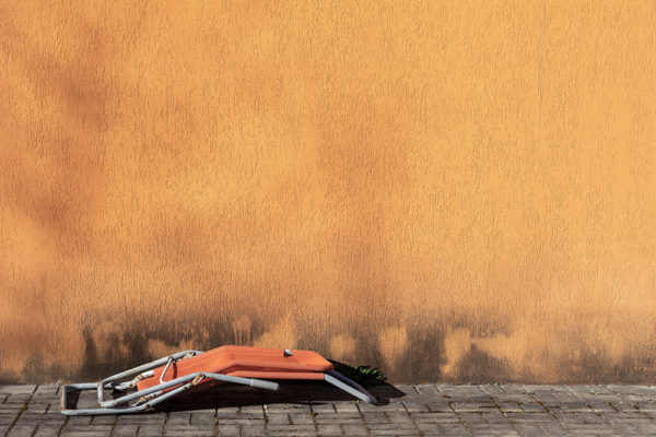 Oranžové lehátko - Minimalistický fotoobraz