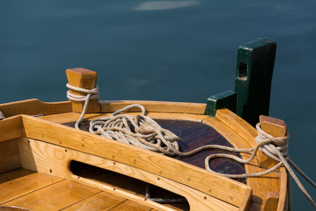 Detail lodi ve zlaté hodince