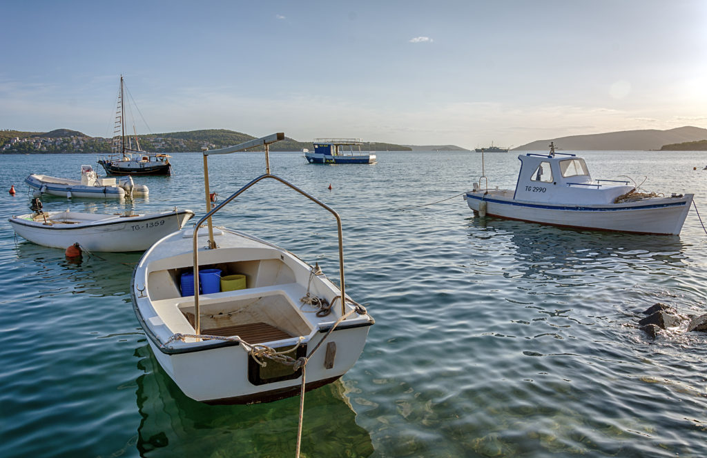 Klasické chorvatské loďky na moři - HDR fotografie