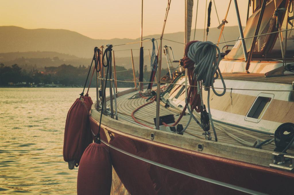 Jachta v přístavu
