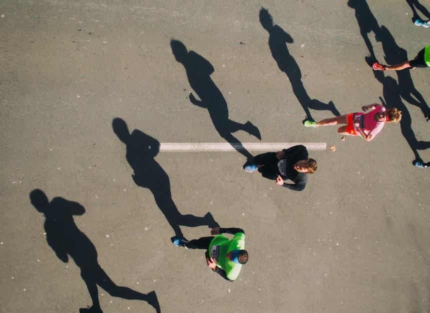 Stíny maratonských běžců