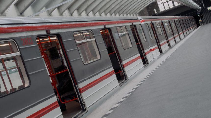 Metro ve stanici Motol