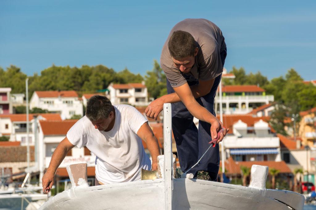 Opraváři lodí v Chorvatsku