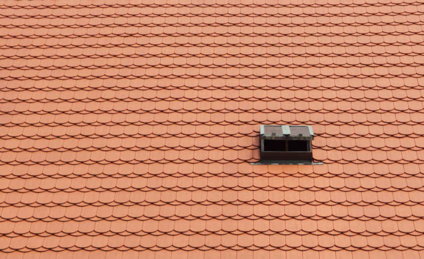 Střecha s oknem