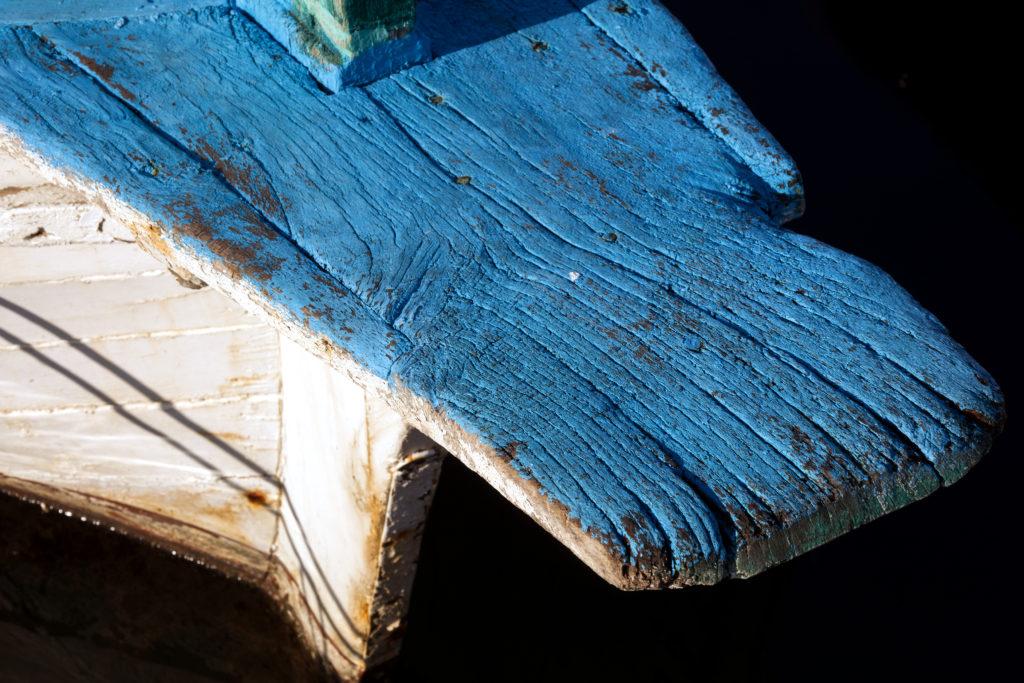 Textura dřeva na staré lodi v Chorvatsku.