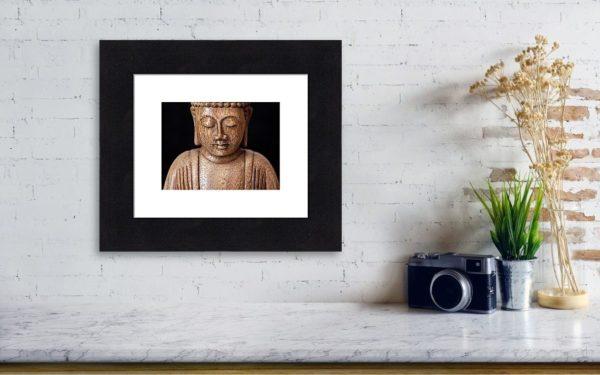 Buddha - Minimalistický zarámovaný fotoobraz - vizualizace na stěně